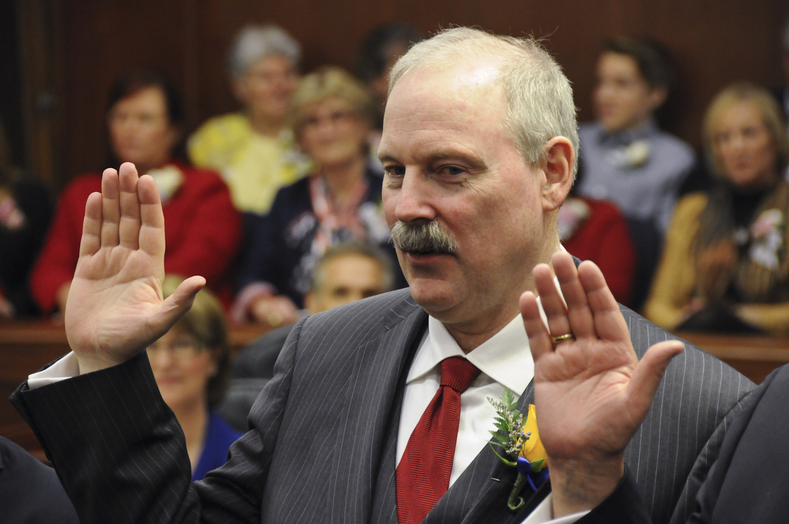 Senator Stedman taking the oath of office on the first day of the 28th Legislature